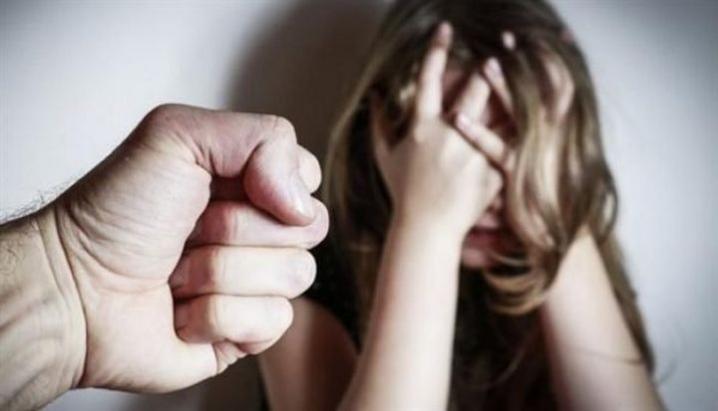 Домагався до пасербиці та її подругу: Під Києвом затримали чоловіка, який розбещував неповнолітніх