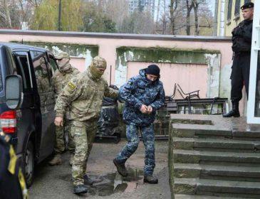 """""""Не треба нікому показувати свою принциповість"""": батько полоненого українського моряка виступив із несподіваною заявою"""