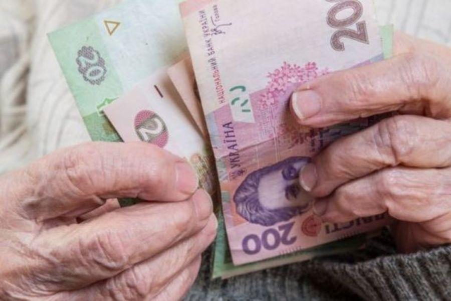 Українцям масово підвищили пенсії: кого зачепило в першу чергу