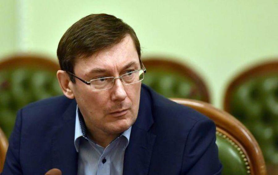 Журналісти поставили на місце Луценка на форумі Порошенка. Вирішив підтримати кума?