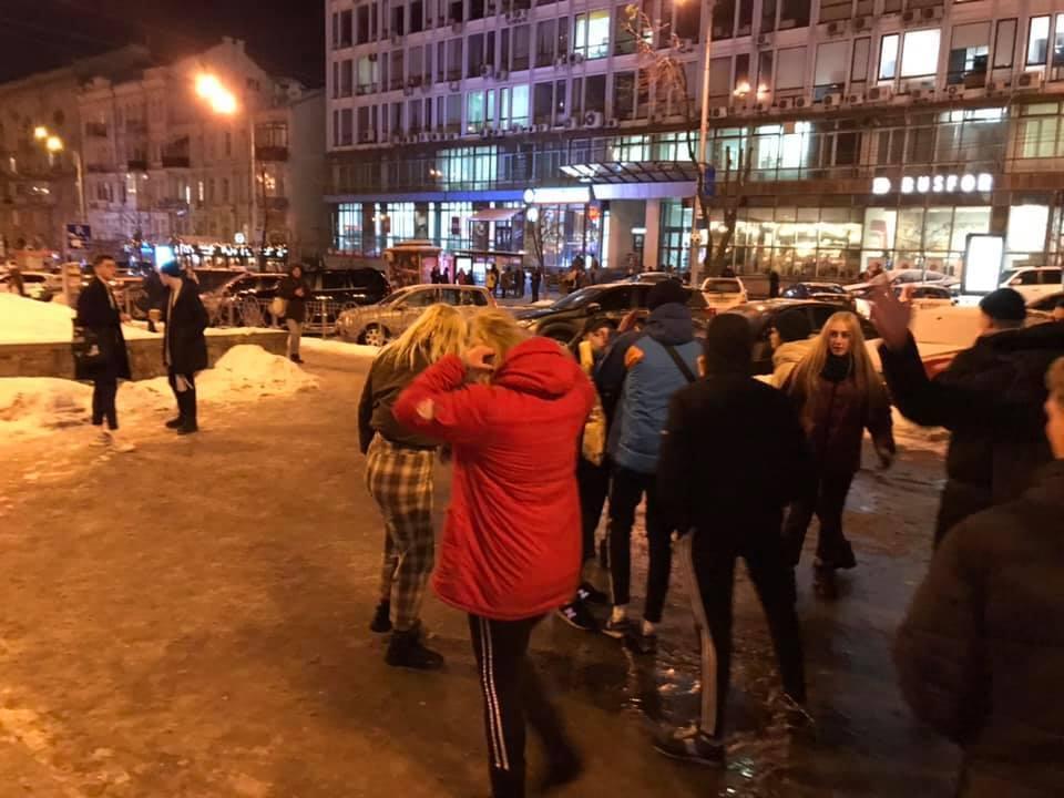 Били ногами, не зупинялись: з'явилися подробиці нападу підлітків у центрі Києва