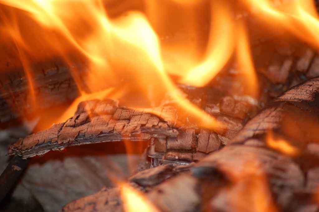 """""""Я його просто тягнув, як міг"""": підліток врятував дідуся з пожежі, але сам потрапив в реанімацію"""