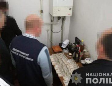 На хабарі 30 тисяч гривень: У Львові затримали чиновника Держаудитслужби
