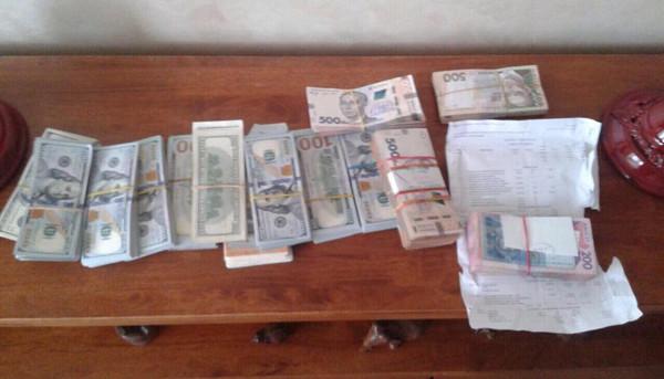Виманили у городян майже два мільйони гривень: В Запоріжжі на гарячому спіймали аферистів