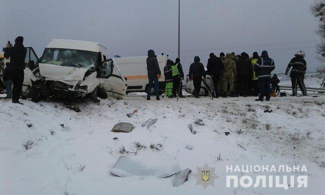 Кривава ДТП з дітьми на Львівщині: Мікроавтобус на шаленій швидкості зітнувся з легковиком, є жертви