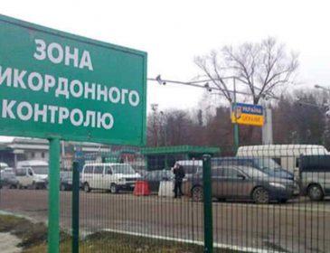 """""""Кинули його напризволяще"""": Вчителі однієї з шкіл Львова на кордоні висадили дитину з автобуса"""