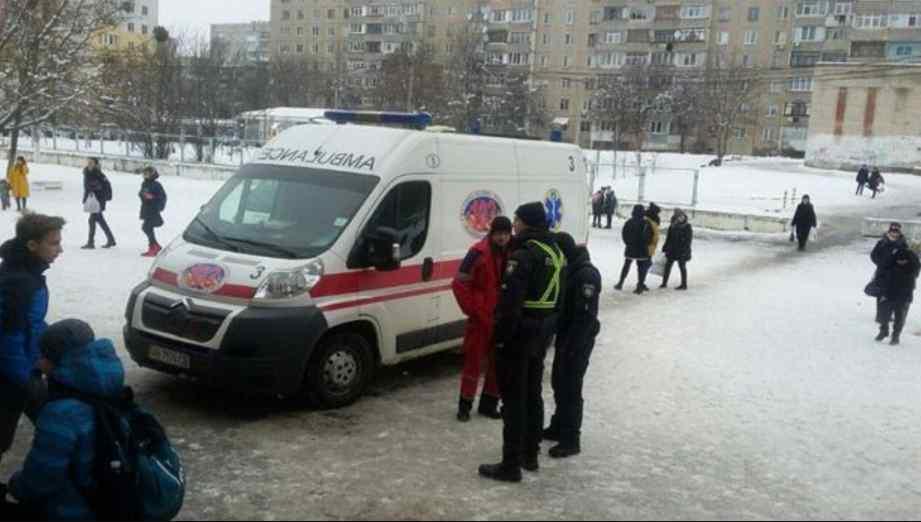 Дітей довелося евакуювати: у харківській школі розпорошили газ