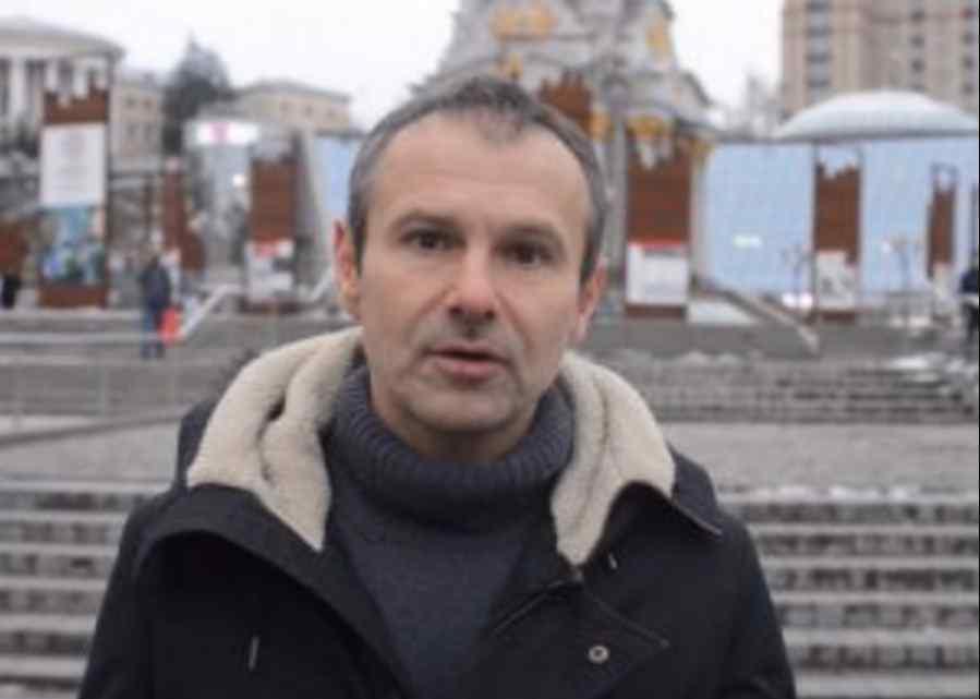 """""""Я у справі, і ви дізнаєтеся більше згодом"""": Вакарчук йде в політику"""
