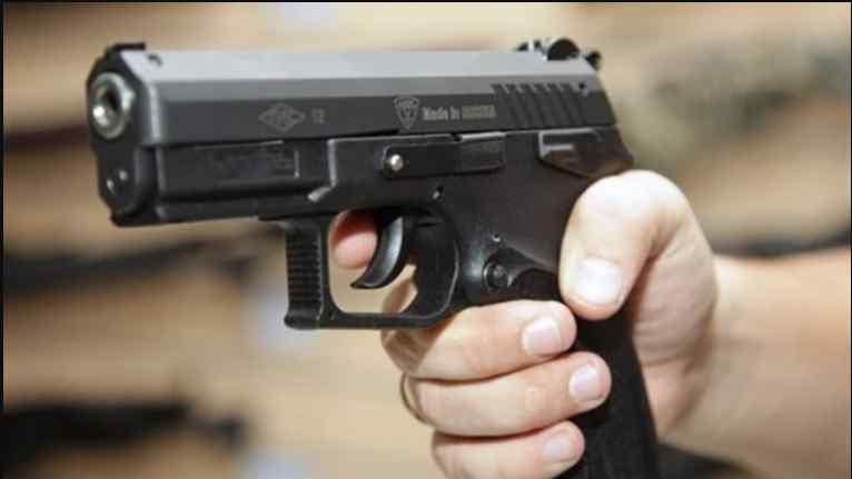 Зброю учень придбав в інтернеті: в школяра вистрілили під час перерви