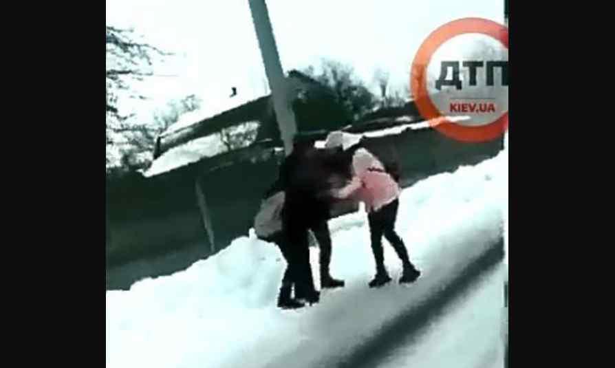 """""""Це чудовисько!"""": Повідомили деталі жорсткого побиття школярки під Києвом"""