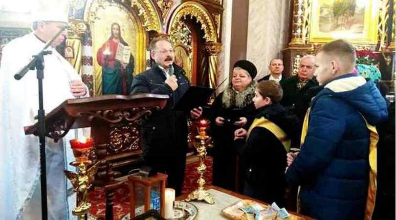 І сміх, і гріх: одіозний нардеп Барна на Різдво агітував за Порошенка під час служби в церкві