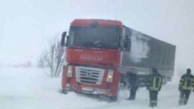 Через снігопади і хуртовини: негода забрала життя 12 людей