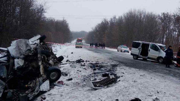 Трагічна ДТП на українській трасі: зіткнулися два мікроавтобуса, є жертви