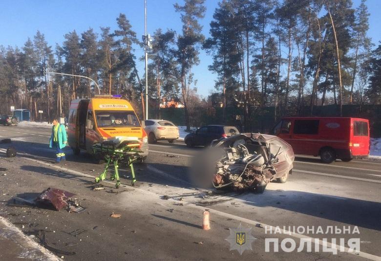 Моторошна ДТП в Києві: машину з тілами рознесло по дорозі