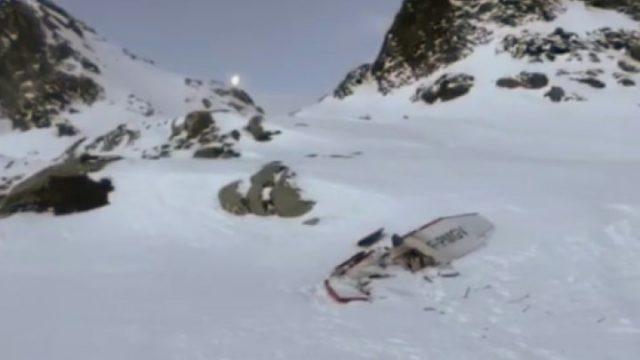 Літак впав після зіткнення: під снігом знаходять тіла, подробиці трагедії