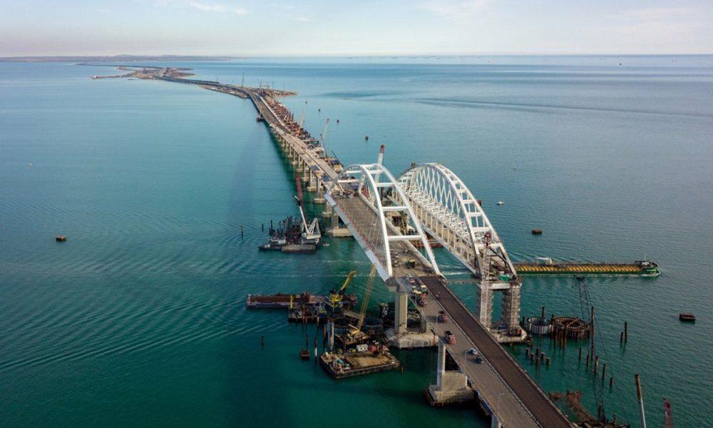 Показали нові руйнування Керченського мосту: це вже не жарти