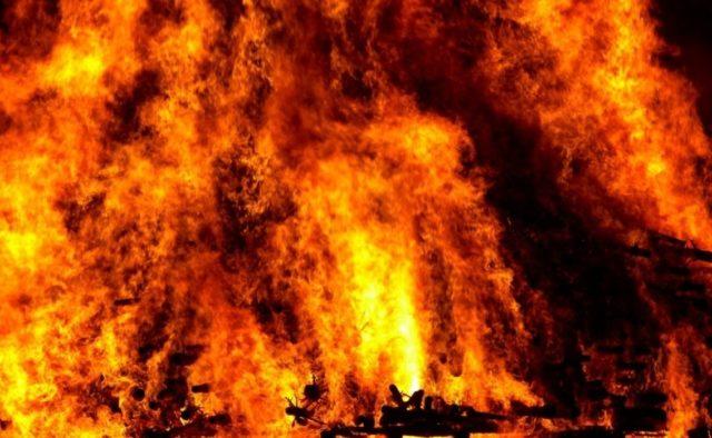 Не сказав пароль до телефону: Жінка заживо підпалила власно чоловіка