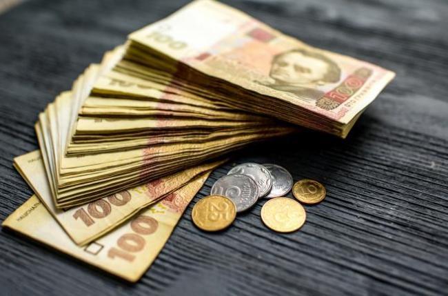 Від 200 до 600 гривень: українцям заплатять за тьмяне світло в квартирах, все що потрібно знати
