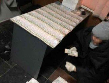На хабарі у півмільйона гривень:  СБУ затримала чиновника ДВС