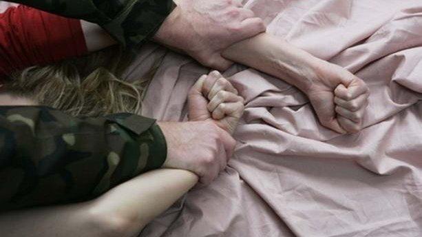 Кинули помирати у підвалі: в Одесі двоє неадекватних жорстоко розправились над жінкою