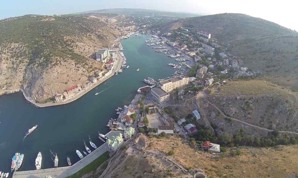 Окупанти встановили паркан по периметру Криму: жителів відрізали від світу?