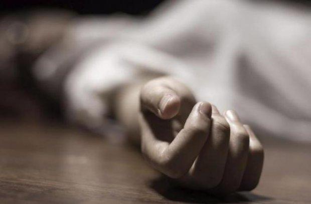 Переламали всі кістки на обличчі: на Херсонщині біля школи знайдено тіло молодої дівчини