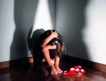 На Полтавщині батько-педофіл жорстоко знущався над 4-річною донькою