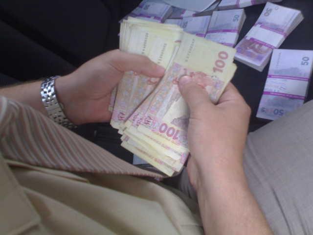 Вимагав 500 тисяч гривень: Впливового чиновника спіймали на хабарі