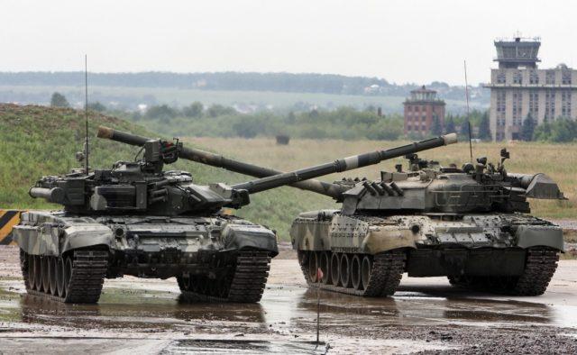 Танки і вантажівки: в Україні прямує велика кількість російської техніки – кадри