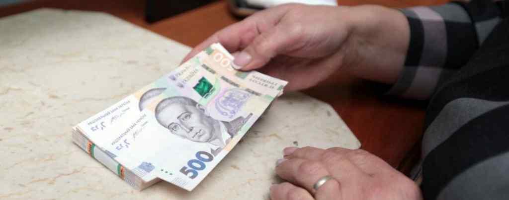 Правила перепишуть: в Україні гроші через кордон доведеться ввозити по-новому