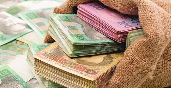 Перерахують всі пенсії, поміняють субсидії і подорожчає долар: що чекає українців вже в березні