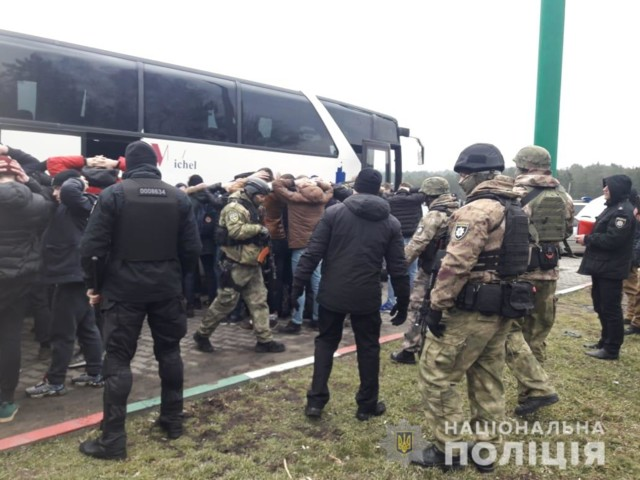 У поліції повідомили, ким виявилися затримані озброєні напередодні «тітушки» біля Одеси