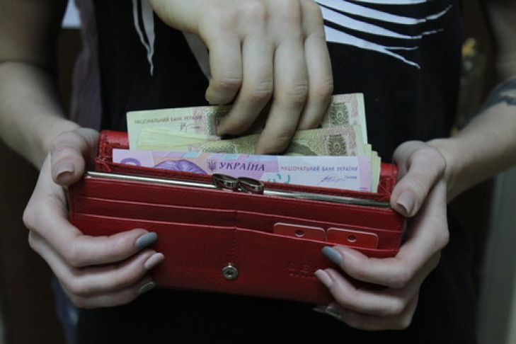 4173 гривні мають далеко не всі: Стало відомо скільки українців отримують менше мінімалки
