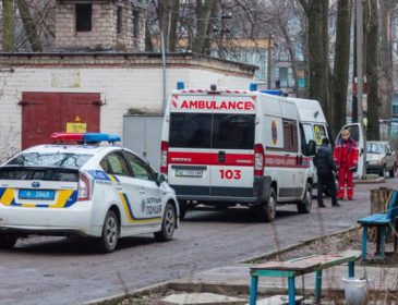 Сімейний вечір обернувся в трагедію: На Львівщині жінка понівечила ножем співмешканця