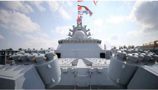 На двох фрегатах Росії з'явилося загрозливе обладнання: осліплює противників