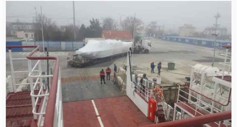 """Міст не витримує: Путін """"волоче"""" армаду в Крим іншими шляхами"""