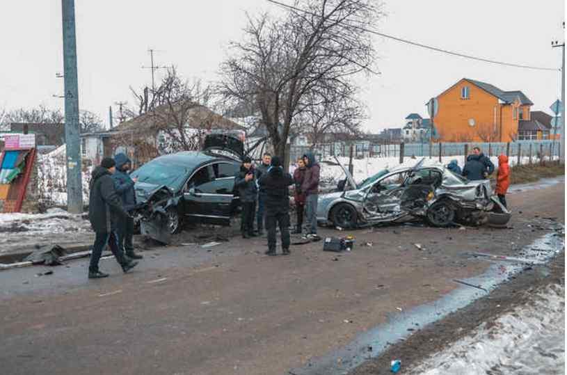Смертельна ДТП в Борисполі: на перехресті Opel і Volkswagen розлетілись по дорозі, загинув чоловік
