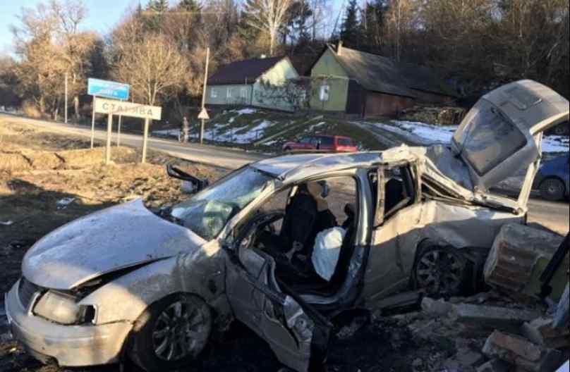 На Львівщині авто влетіло в пост прикордонників: повідомили про загиблих, фото з місця трагедії