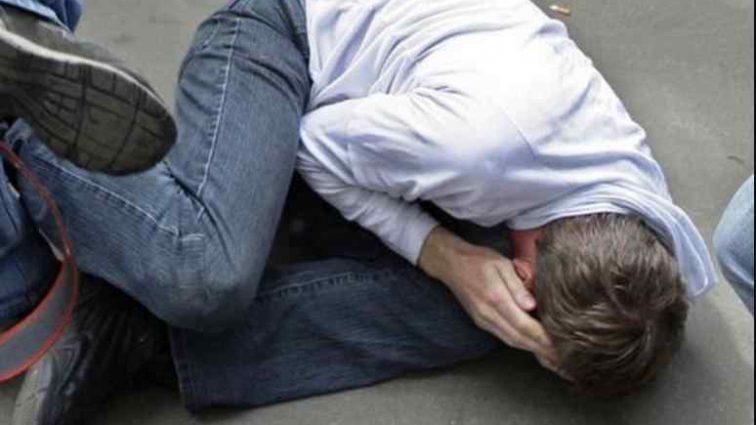 Несамовито бив: підлітки зняли жорстоке побиття однокласника-інваліда