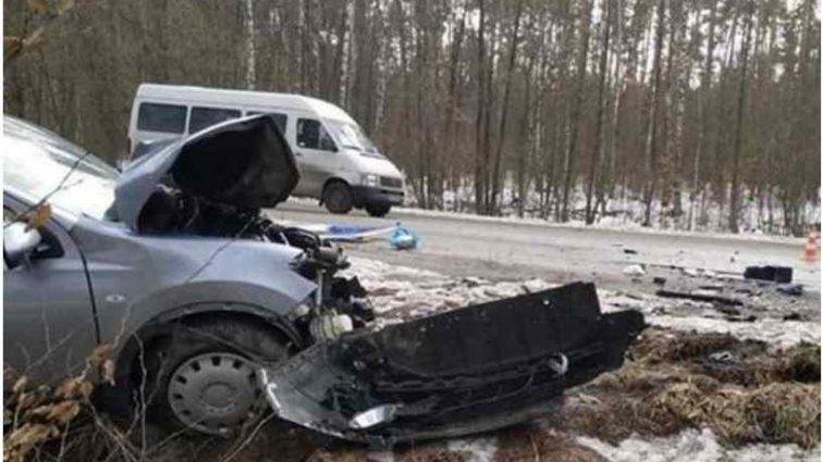 Вилетів на «зустрічну»: на Київщині маршрутка зіткнулась з Nissan, 10 постраждалих