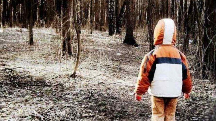 """""""Повернувся з того світу"""": Горе-мати залишила свого сина помирати у лісі"""