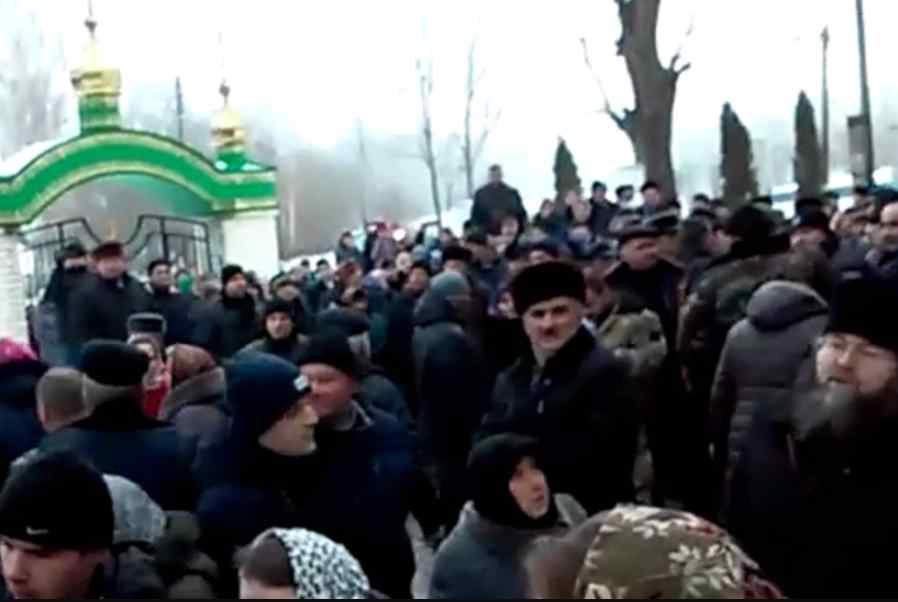"""""""Схопили за голову і покалічили"""": в РПЦ заявили про жорстоке побиття священика під Тернополем"""