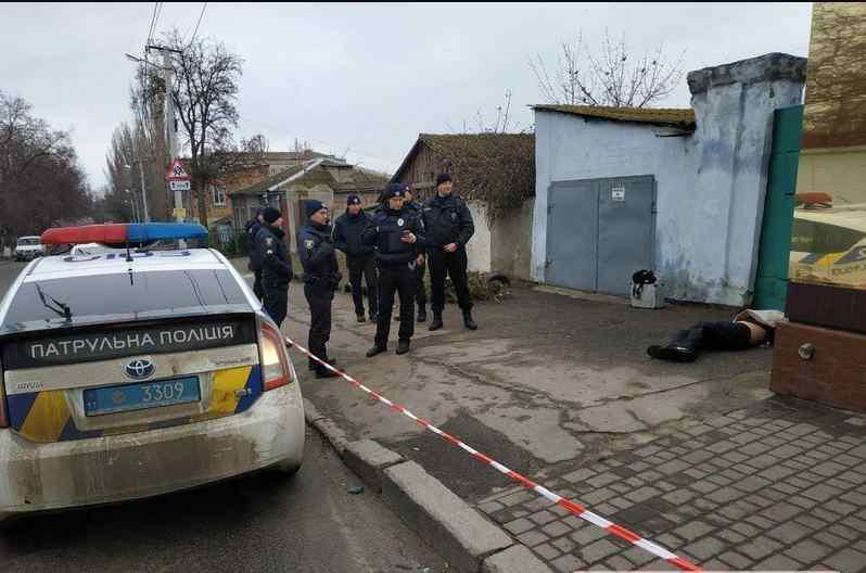 Тіло підкинули: у центрі міста знайшли труп із понівеченим обличчям