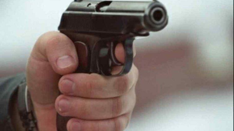Звабив неповнолітню: чоловік підстрелив батька своєї співмешканки