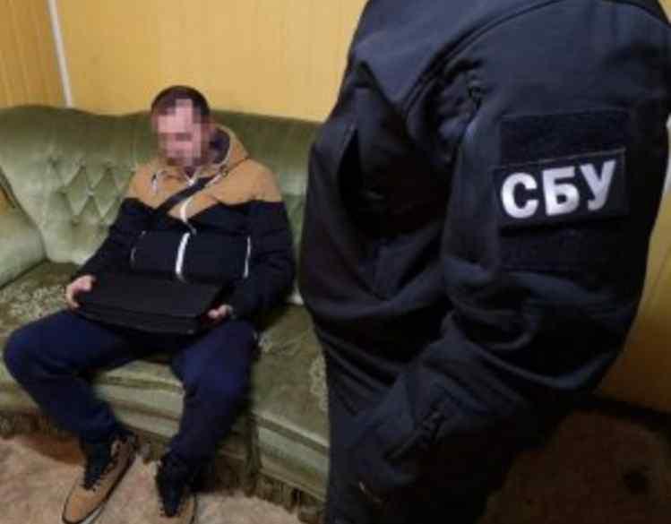 Справжній нахаба: іноземець намагався дати хабар співробітнику СБУ