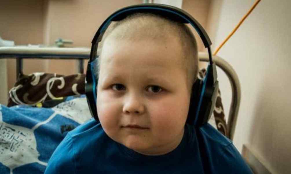 Малюк вже 4 роки бореться з раком: допоможіть Артемку нарешті здолати хворобу