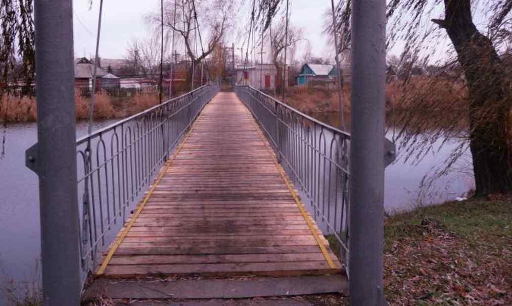 У капцях і куртці: на мосту знайшли тіло підлітка, просять опізнати