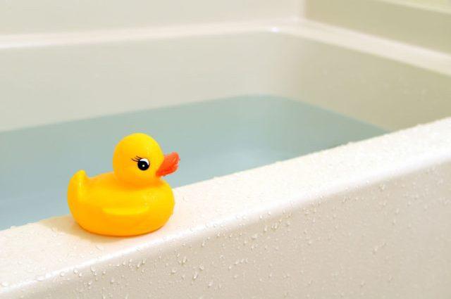 Чотирирічна дитина захлинулася під час купання у ванній: моторошні подробиці страшної трагедії