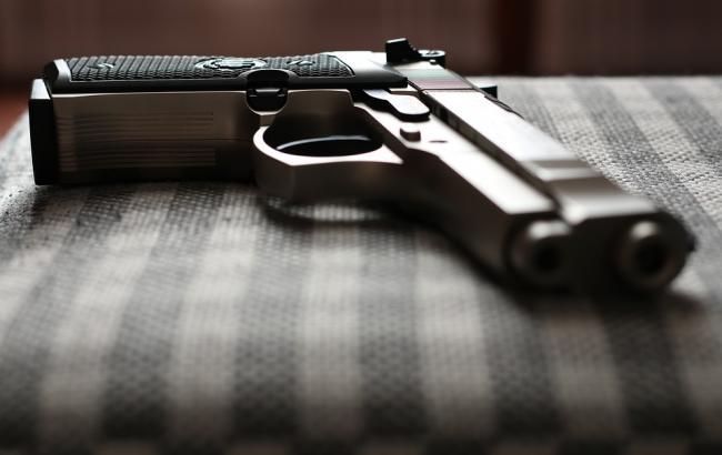 Просто лежала під ліжком: 4-річний хлопчик вистрілив у свою вагітну маму