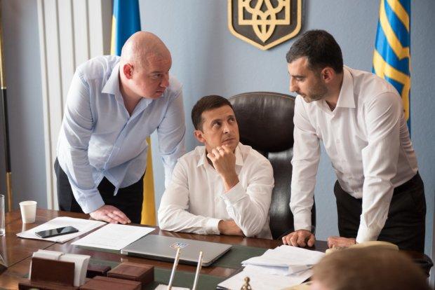 """Скандал зі """"Слугою народу"""": у ЦВК повідомили, чи знімуть Зеленського з виборів"""